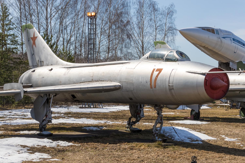 Центральный музей Военно-воздушных сил РФ 2018: экспериментальный Су-7Л (С-26)  на лыжах